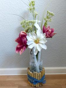 Vase eingefasst in Holz